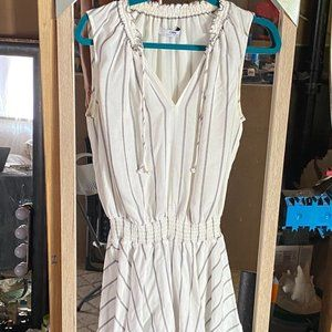 CAMILLA AND MARC WHITE AND BLACK DRESS SIZE SMALL